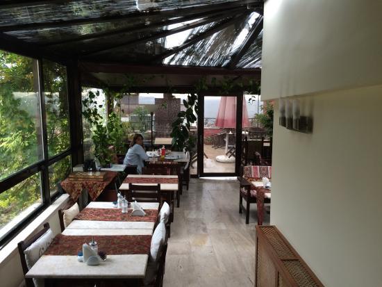 Hotel Sebnem: La terraza cubierta, area del buenísimo desayuno