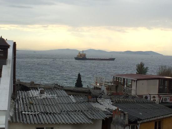 Şebnem Hotel: Vistas desde la Terraza, con el Bósforo como fondo.