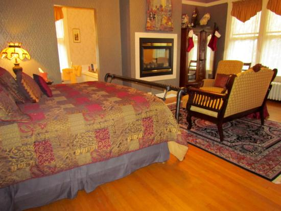 Aurora Staples Inn: Bedroom