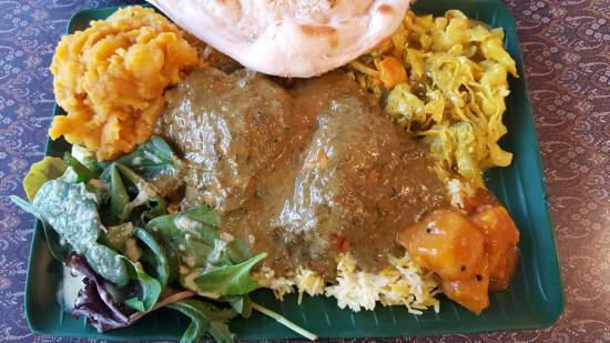 India Cafe Kailua Curry Express: Chicken Curry with several veggie sides