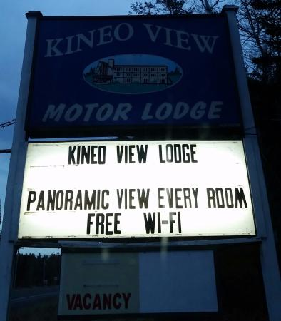 Kineo View Motor Lodge: Sign on the street