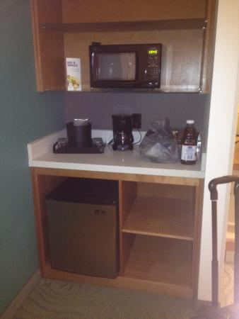 SpringHill Suites Lafayette South at River Ranch: Microwave & Fridge
