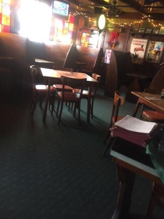 Clinton, MA: Seating area... Pub style
