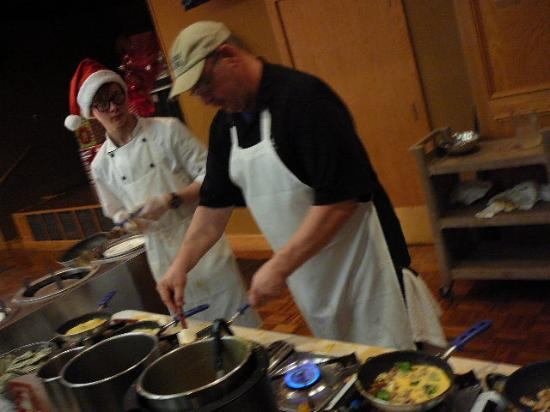 Fairfield Glade, TN: The two guys @ the omelet station