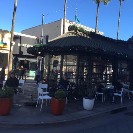 Caffe Bellagio On Third Street Promenade