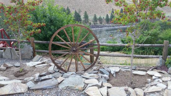 Riggins, ID: Hotel Grounds