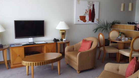The Richardson Hotel & Spa: Lounge/TV area