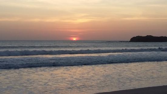 Tola, Nicaragua: Espectacular atardecer en la playa