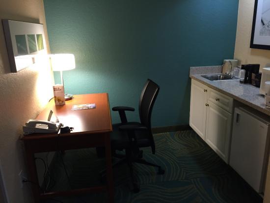 SpringHill Suites Orlando Airport: work desk-sink-mini fridge