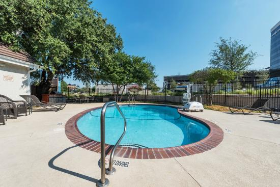 Hawthorn Suites by Wyndham Fort Worth/medical Center : Pool area