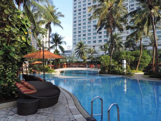Tropical pool design picture of shangri la hotel jakarta for Design hotel jakarta