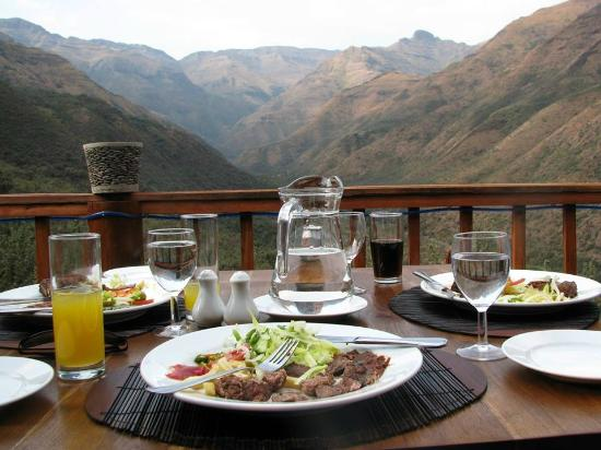 Maliba Mountain Lodge: Dining on the Deck
