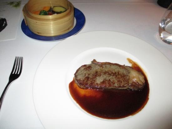 Victor's: ステーキと野菜の蒸し物