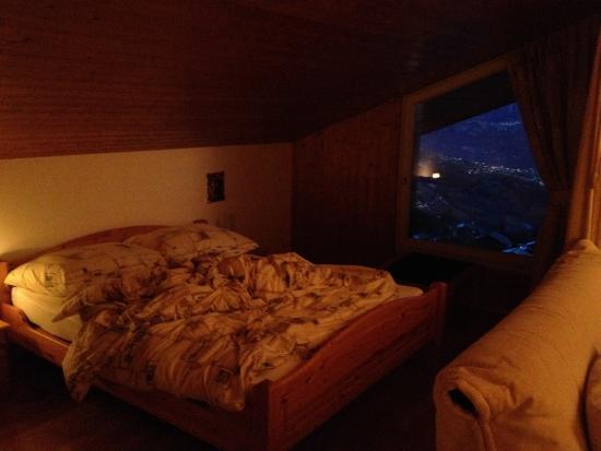 Hotel Zodiaque: Vu de la chambre à coucher