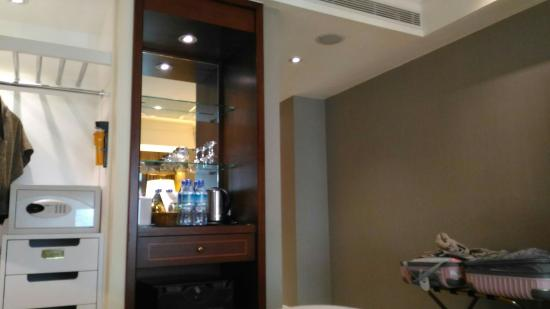 임페리얼 호텔 타이베이: 방이작고 시끄러움