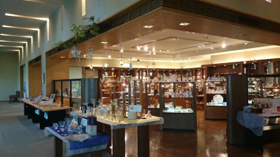 Kyohei Fujita Glass Museum: ガラス細工 奥に進んでいくと海が見えます