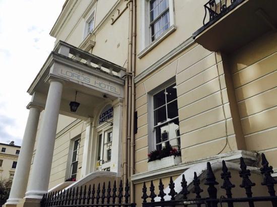 Lords Hotel: Главный вход