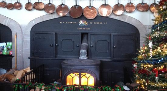 Glamis, UK: Wood burner keeps the restaurant warm