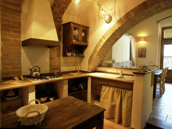 Podere Oliveta: kitchen  gufo