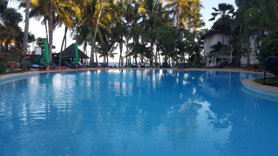 Travellers Beach Hotel & Club: Hauptpool