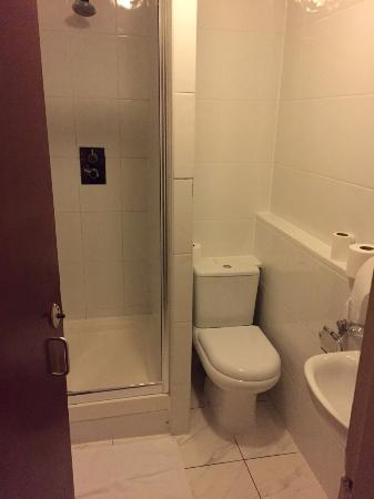 Oliver Hotel: Salle de bains