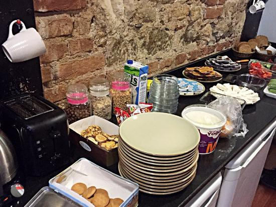 Rapunzel Hostel: Cucumbers, tomatoes and yogurts, Turkish~