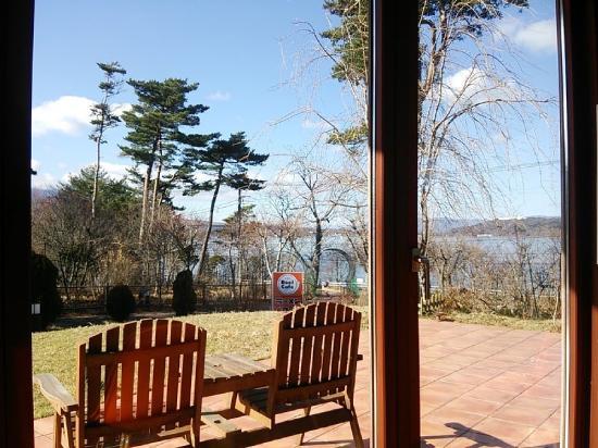 お店からは山中湖と富士山が見えます