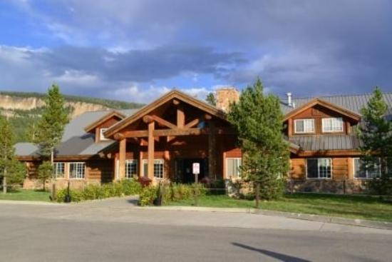 picture of headwaters lodge cabins at flagg