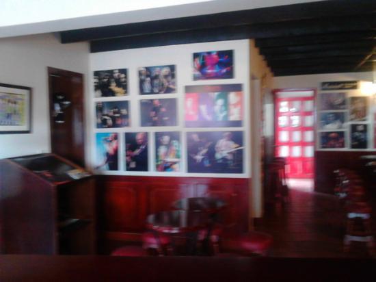 Hotel Cabanas El Porton: Interior de PUB