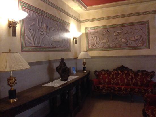 Hotel Ponte Vecchio: В холле