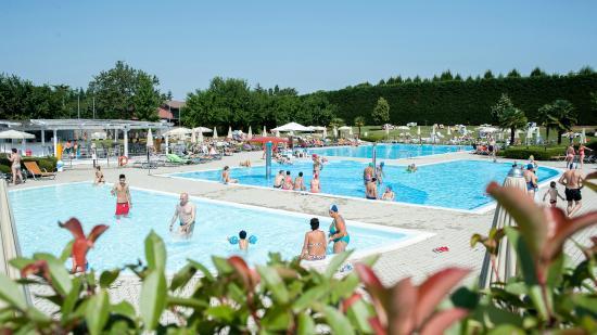 Piscina grande foto di island fun village busto arsizio tripadvisor - Zero piscina busto arsizio ...