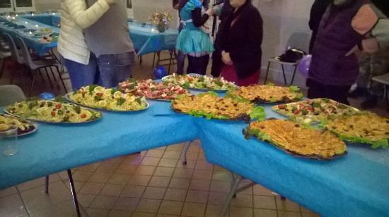 Moirans, Frankrig: Assortiement de salada, pizza ...