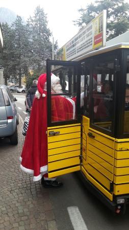 Il Trenino Giallo con Babbo Natale a Mandello del Lario