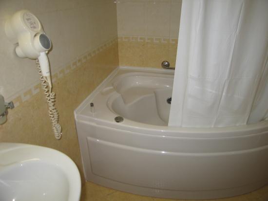 Victoria Hotel: ванная