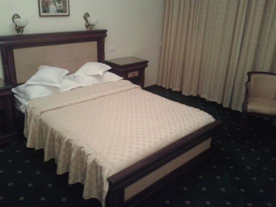 Victoria Hotel: кровать