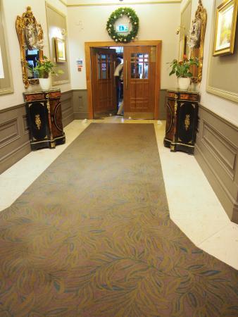 The Castlecourt Hotel: Hall d'entrée de l'hôtel