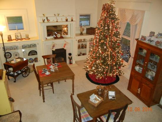 Wilmore, KY: Beautifully Decorated Front Room