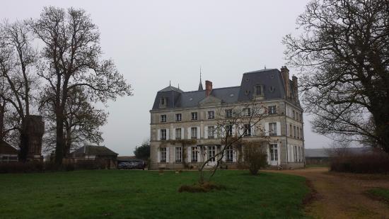 Chateau de la Puisaye : Vue du château