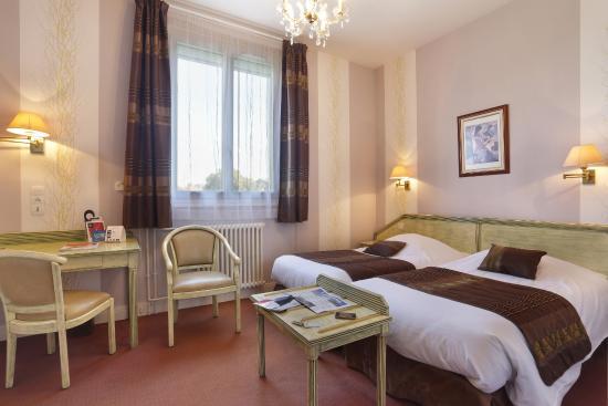 Hotel Normandie Auxerre : chambre twin
