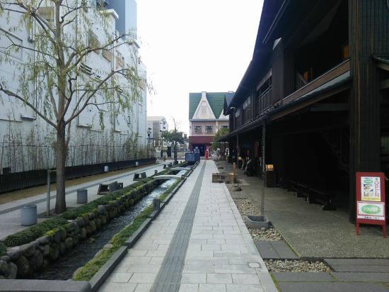 Nanukamachi Gotenzeki: 水路