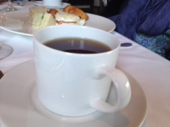 L'Espalier: Who serves afternoon tea in a mug?