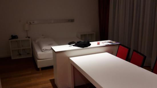 Design Hotel Vosteen: Blick auf das große Bett mit toller Matraze