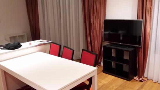 Design Hotel Vosteen: Sitzbereich mit TV