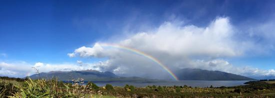 Loch Vista Lakeview Accommodation: Double rainbow over Lake Te Anau from Loch Vista