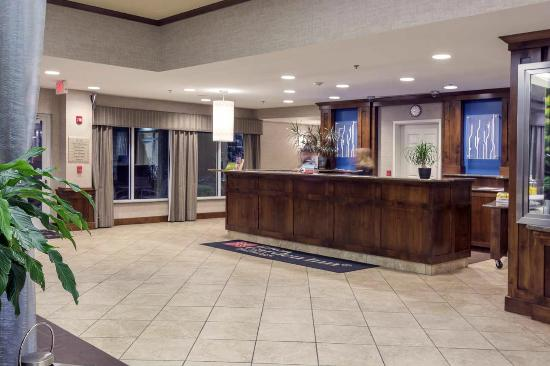Hilton Garden Inn Billings: Bright Front Desk Area