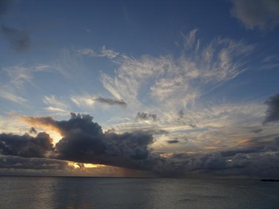 Oasis Creole: Coucher de soleil - plage de Baie longue