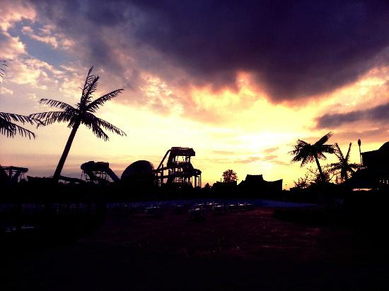 Lost Island Water Park: Tropical sunset over Tsunami Bay