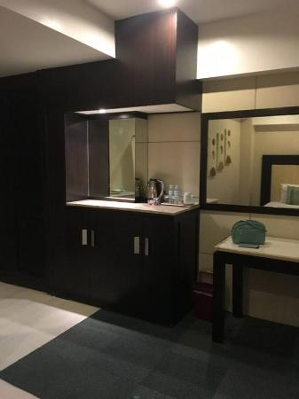 The Cebu Grand Hotel: Counter top where the refrigerator is hidden