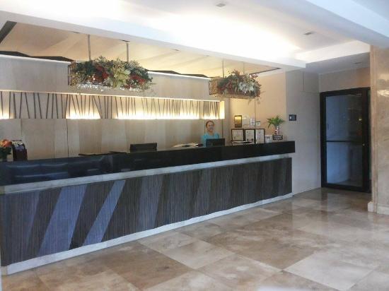 The Cebu Grand Hotel: front desk