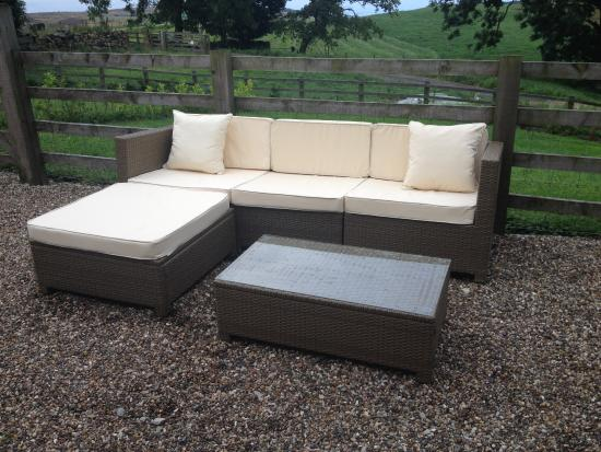 Fylingthorpe, UK: Really comfy outdoor furniture in rear patio area.